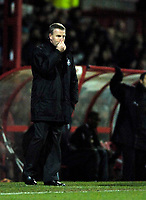 Photo: Jed Wee.<br />Doncaster Rovers v Swansea City. Coca Cola League 1.<br />17/12/2005.<br />Swansea manager Kenny Jackett looks on.