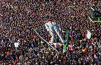 Hopp: Verdenscup WC Hoppuka. 30.12.2001 Oberstdorf, Deutschland,<br />Der Schweizer Simon Ammann am Sonntag (30.12.2001) beim 1.Springen der Vierschanzentournee in Oberstdorf. <br />Foto: JAN PITMAN, Digitalsport