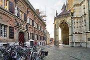 Nederland, Nijmegen, 6-10-2020 De protestantse Stevenskerk .Hij wordt vooral gebruikt voor culturele manifestaties en bijeenkomsten , en nauwelijks als gebedshuis . Veel bezoekers zijn buitenlandse toeristen die een riviercruise maken en in nijmegen een stop maken . Links de Latijnse school op het stevenskerkhof .Foto: ANP/ Hollandse Hoogte/ Flip Franssen