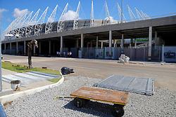 Trabalhadores fazem os últimos ajustes no estádio Arena Castelão, em Fortaleza-CE. Amanhã, o Brasil  enfrenta o México em partida válida pela segunda rodada da Copa das Confederações. FOTO: Jefferson Bernardes/Preview.com
