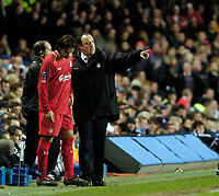 Photo: Leigh Quinnell.<br /> Chelsea v Liverpool. UEFA Champions League. <br /> 06/12/2005. Liverpool manager Rafael Benitez tells sub Fernando Morientes where he wants the ball.