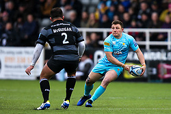 Duncan Weir of Worcester Warriors takes on George McGuigan of Newcastle Falcons - Mandatory by-line: Robbie Stephenson/JMP - 03/03/2019 - RUGBY - Kingston Park - Newcastle upon Tyne, England - Newcastle Falcons v Worcester Warriors - Gallagher Premiership Rugby