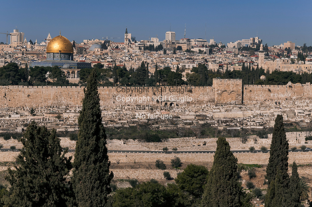 Israël, Jérusalem, Dôme du Rocher dans la vieille ville vue depuis le Mont des Oliviers // Israel, Jerusalem, Dome of the Rock in old city viewed from the Mount of Olives
