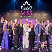 NLD/Hilversum/20160926 - Finale Miss Nederland 2016, winnares Zoey Ivory van der Koelen met de jury