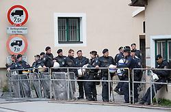 "07.05.2016, Grenzübergang, Brenner, ITA, Demonstration gegen Grenzsicherungsmaßnahmen am Brenner. Linksaktivisten rufen unter dem Motto ""Tag des Kampfes"" zur Demonstration am Brenner auf, im Bild Österreichische Sicherheitskräfte // Left activists call under the slogan ""Day of the Fight"" to Demonstration at the border ""Brenner"". The demonstration is directed against the planned border security measures at the border from Italy to Austria, The Brenner Pass is one of the most important border crossings in Europe. Brenner, Italy on 2016/05/07. EXPA Pictures © 2016, PhotoCredit: EXPA/ Johann Groder"