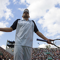 29 May 2007: Andy Roddick of United States of America shows his frustration during the Men's Singles 1st round match, won 3-6, 6-4, 6-3, 6-4 by Igor Andreev over Andy Roddick, on day three of the French Open at Roland Garros in Paris, France.
