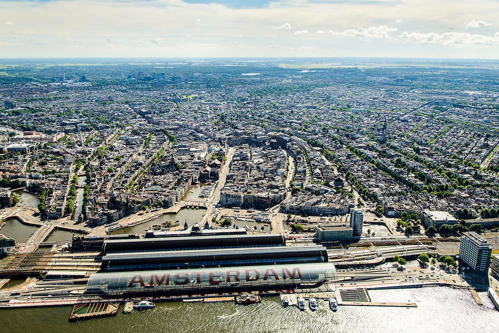 Nederland, Noord-Holland, Amsterdam, 01-08-2016; IJ-oever met nieuwe overkapping Amsterdam CS centraal station (busstation). Overzicht Amsterdamse binnenstad met grachtengordel. Damrak en Singel, Amstel en Zuid-as in de verte<br /> <br /> Amsterdam Central Station and overview inner city with canals.<br /> <br /> luchtfoto (toeslag op standard tarieven);<br /> aerial photo (additional fee required);<br /> copyright foto/photo Siebe Swart