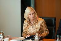 DEU, Deutschland, Germany, Berlin, 21.05.2014: <br />Bundesforschungsministerin Prof. Dr. Johanna Wanka (CDU) vor Beginn der 17. Kabinettsitzung im Bundeskanzleramt.