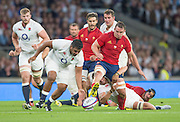 Twickenham, England.  Mako VUNIPOLA, flick's the ball away from Louis PICAMOLES, as he attempt's a bit of football, during the QBE International. England vs France [World cup warm up match]  Saturday.  15.08.2015,  [Mandatory Credit. Peter SPURRIER/Intersport Images].