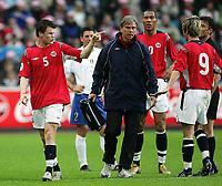 Fotball<br /> VM-kvalifisering <br /> Norge v Italia 0-0 / Norway v Italy<br /> 04.06.2005<br /> Foto: Morten Olsen, Digitalsport<br /> <br /> John Arne Riise - Norge (tv)<br /> Thor Einar Andersen - lege<br /> John Carew og Morten Gamst Pedersen - Norge
