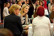 Prinses Máxima geeft startsein 'Girlsday' voor bètawetenschap en techniek bij TNO in Den Haag.Ruim 300 bedrijven en onderwijsinstellingen door heel Nederland openen op deze dag hun deuren om meisjes enthousiast te maken voor techniek. <br /> <br /> Princess Máxima launches' Girls Day'for exact sciences and technology at TNO in The Haugue.Over 300 companies and educational institutions throughout the Netherlands open their doors on this day. <br /> <br /> Op de foto / On the photo:  Prinses Maxima luistert naar de toespraken<br /> <br /> rincess Maxima listening to the speeches
