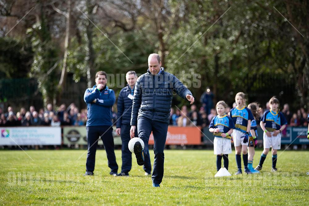 GALWAY - Prins William, Hertog van Cambridge bij een bezoek aan een GAA Club in Galway.