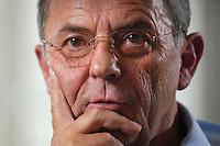 18 JUL 2007, BERLIN/GERMANY:<br /> General Wolfgang Schneiderhan, Generalinspekteur der Bundeswehr, waehrend einem Interview, in seinem Buero, Bundesministerium der Verteidigung<br /> IMAGE: 20070718-02-029