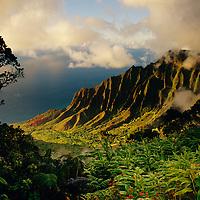 Hawaii, Kauai, Kalalau Valley from Kalalau Lookout in Kokee State Park, Sunset