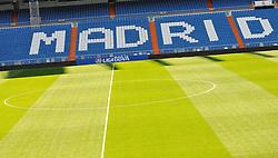 THEMENBILD, ESTADIO SANTIAGO BERNABEU, es ist das Fußballstadion des spanischen Vereins Real Madrid. Es liegt im Zentrum der Stadt Madrid im Viertel Chamartin. Seit der letzten Modernisierung im Jahr 2005 fasst es 80.354 Zuschauer und ist seit 14. November 2007 als UEFA-Elite-Stadion ausgezeichnet, der hoechsten Klassifikation des Europaeischen Fußballverbandes. Das Stadion wurde am 14. Dezember 1947 als Nuevo Estadio Chamartin mit 75.000 Plaetzen offiziell eroeffnet. Am 14. Januar 1955 stimmte die Mitgliederversammlung des Klubs für die Umbenennung des Stadions zu Ehren des damaligen Vereinspraesidenten Santiago Bernabeu, nach dessen Vision die Spielstaette gebaut wurde. Im Bild das Spielfeld mit Tribuenen, es ist der Schriftzug Madrid auf den Sitzplaetzen zu lesen. Bild aufgenommen am 27.03.2012. EXPA Pictures © 2012, PhotoCredit: EXPA/ Eibner/ Michael Weber..***** ATTENTION - OUT OF GER *****