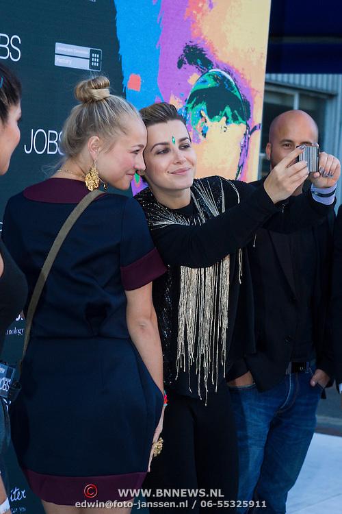 NLD/Amsterdam/20130903 - Filmpremiere Jobs , Victoria Koblenko en Carolien Spoor maken foto van zichzelf