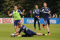 24.04.2014, Veltins Arena, Gelsenkirchen, GER, 1. FBL, Training Schalke 04, im Bild Torhueter Ralf Faehrmann klaert im Trainingsspiel vor Julian Draxler ( beide Schalke 04 ) // during a Trainingsession of German Bundesliga Club Schalke 04 at the Veltins Arena in Gelsenkirchen, Germany on 2014/04/24. EXPA Pictures © 2014, PhotoCredit: EXPA/ Eibner-Pressefoto/ Thienel<br /> <br /> *****ATTENTION - OUT of GER*****