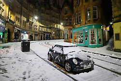 Edinburgh, Scotland, UK. 21 January 2020. Scenes taken between 4am and 5am in Edinburgh city centre after overnight snow fall. Pic; Cockburn Street in the Old Town. Iain Masterton/Alamy Live News