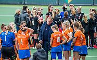 AMSTELVEEN - teambespreking olv coach Jeroen Visser (Bldaal)   tijdens de hoofdklasse competitiewedstrijd hockey dames, Amsterdam-Bloemendaal (8-0)  , COPYRIGHT KOEN SUYK