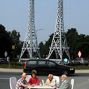 NLD/Huizen/20070607 - ondertekening opheffing commisie Phohi monument rotonde Randweg Huizen