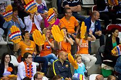 10-06-2012 VOLLEYBAL: EUROPEAN LEAGUE NEDERLAND - TSJECHIE: ALMERE<br /> Publiek support fans oranje<br /> ©2012-FotoHoogendoorn.nl / Peter Schalk