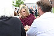 Koningin Maxima in het Drentse Nieuw-Buinen bij het startsein voor de twaalfde editie van Burendag. Op deze dag worden in Nederland duizenden activiteiten georganiseerd die buren dichter bij elkaar brengen. <br /> <br /> Queen Maxima in the Drenthe New Buinen at the start of the twelfth edition of Burendag. On this day, thousands of activities are being organized in the Netherlands, bringing neighbors closer together.