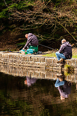 2020-04-03_Anglers in Sheffield flout government rules on going out