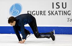 23.03.2010, Torino Palavela, Turin, ITA, ISU World Figure Skating Championships Turin 2010 im Bild Peter Liebers (GER)., stürzt, Männer Kurzprogramm, EXPA Pictures © 2010, PhotoCredit: EXPA/ InsideFoto/ Perottino / SPORTIDA PHOTO AGENCY