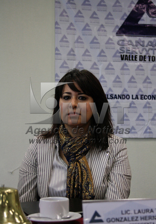 Metepec, México.- Laura González Hernández, durante la reunión de integrantes de CANACO-SERVITUR Valle de Toluca. Agencia MVT / Arturo Hernández S.