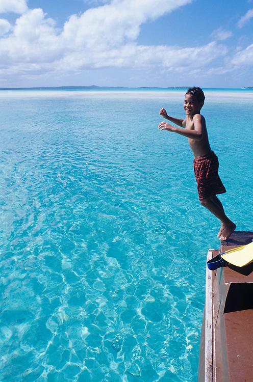 Cook Islands, K?ki '?irani, South Pacific Ocean, Aitutaki, One Foot Island, boy jumping off tour boat