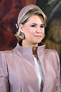Staatsbezoek aan Luxemburg dag 1 / State visit to Luxembourg day 1<br /> <br /> Op de foto / On the photo: Officiele foto in het Palais Grand-Ducal met  Groothertogin Maria Teresa / Official photo at the Palais Grand-Ducal with Grand Duchess Maria Teresa