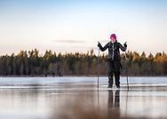 Jämtland 11 NOVEMBER 2017: Skridskotur på Svedjesjön, Östersund. <br /> Foto: Per Danielsson
