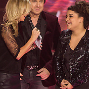 NLD/Hilversum/20131220 - Finale The Voice of Holland 2013, Marco Borsato en winnares Julia van der Toorn en Ilse de Lange met Mitchell Brunings