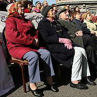 Listening to the speakers during the hospital protest rally in Ennis on Satruday.<br /> Photograph by Yvonne Vaughan