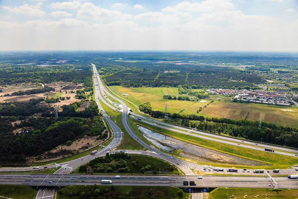 Nederland, Noord-Brabant, Eindhoven, 27-05-2013; Randweg Eindhoven. Knooppunt Leenderheide, verkeersknooppunt van A2 en A67.  A2 gezien naar het Zuiden. Het oospronkelijke verkeersplein, met stoplichten, maakt deel uit van het knooppunt.<br /> View on perimeter road Eindhoven and traffic junction Leenderheide near Eindhoven, A67 connecting one of the main motorways of the Netherlands A2. <br /> luchtfoto (toeslag op standard tarieven);<br /> aerial photo (additional fee required);<br /> copyright foto/photo Siebe Swart.