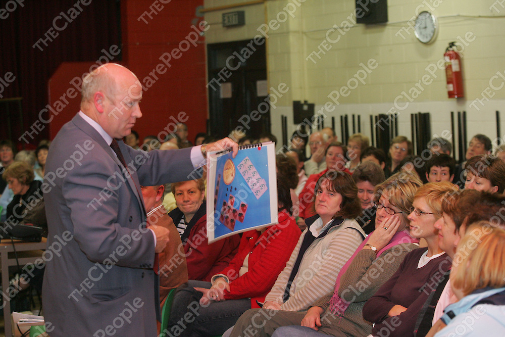 Sergeant Brendan Bourke speaking to parents about Drug awareness at a seminar for parents at Tulla secondary school.<br /> Pic.Brian Gavin/Press 22