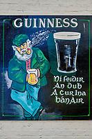 République d'Irlande, Dublin, quartier de Temple Bar, Ha'Penny bridge inn // Republic of Ireland; Dublin, the touristic Temple Bar area, Ha'Penny bridge inn