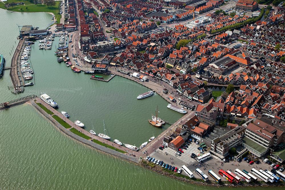 Nederland, Noord-Holland, Waterland, 28-04-2010; Centrum van Volendam, met Haven, toeristenbussen geparkeerd bij hotel Spaander.luchtfoto (toeslag), aerial photo (additional fee required).foto/photo Siebe Swart