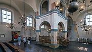 Bima w sali modlitewnej w Wielkiej Synagodze, Tykocin, Polska<br /> Bima in the prayer hall of the Jewish Synagogue, Tykocin, Poland