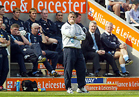 Photo: Scott Heavey.<br />Leicester City v Manchester City. FA Barclaycard Premiership. 24/04/2004.<br />Micky Adams finds it unbearable as his team go 1-0 down