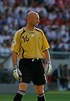 Photo: Glyn Thomas.<br />France v Switzerland. Group G, FIFA World Cup 2006. 13/06/2006.<br />France's goalkeeper Fabien Barthez.