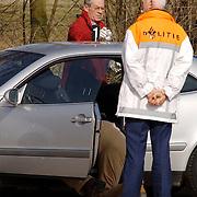 Duitse auto gevonden onder verdachte omstandigheden parkeerplaats Stichtse Strand Voorland Blaricum.politie, Gooi & Vechtstreek, onderzoek, technisch recherche, bewijs,