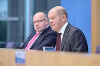 """29 OCT 2020, BERLIN/GERMANY:<br /> Peter Altmaier (L), CDU, Bundeswirtschaftsminister, und Olaf Scholz (R), SPD, Bundesfinanzminister, wahrend einer Pressekonferenz zum Thema """"Neue Corona-Hilfen: Stark durch die Krise"""", Bundespressekonferenz<br /> IMAGE: 20201029-01-006<br /> KEYWORDS: Corvid-19, Unterstuetzung, Hilfe,"""