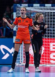 16-12-2018 FRA: Women European Handball Championships bronze medal match, Paris<br /> Romania - Netherlands 20-24, Netherlands takes the bronze medal / Kelly Dulfer #18 of Netherlands, Tess Wester #33 of Netherlands