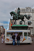 Icecream truck and statue of William the Conqueror, the Hague