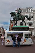 Icecream truck and statue of William the Conqueror, the Hague