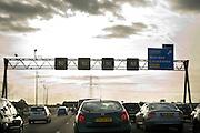 Verkeer tijdens avond spits op de snelweg A12 richting Den Haag..Traffic on the highway to The Hague.