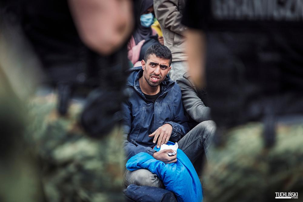 Usnarz Górny, Granica polsko-białoruska. 19.08.2021r.<br /> Grupa ok. 30 uchodźców z Afganistanu, od kilku dni jest przetrzymywana na pasie granicznym N/z<br /> Fot. Adam Tuchlinski dla Polityka