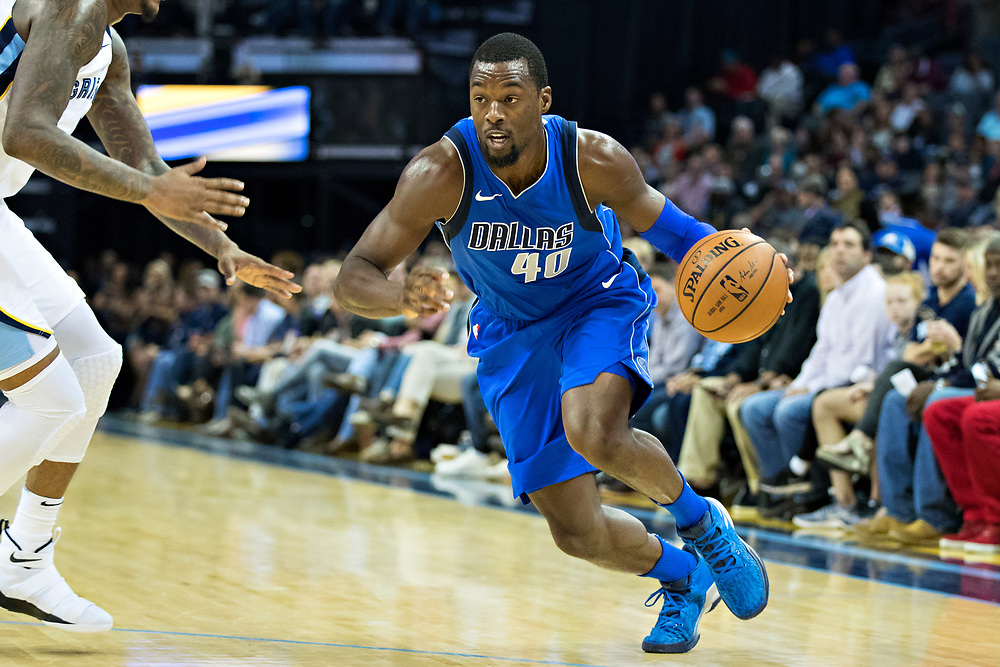 MEMPHIS, TN - OCTOBER 26:  Harrison Barnes #40 of the Dallas Mavericks drives to the basket during a game against the Memphis Grizzlies at the FedEx Forum on October 26, 2017 in Memphis, Tennessee.  NOTE TO USER: User expressly acknowledges and agrees that, by downloading and or using this photograph, User is consenting to the terms and conditions of the Getty Images License Agreement.  The Grizzlies defeated the Mavericks 96-91.  (Photo by Wesley Hitt/Getty Images) *** Local Caption *** Harrison Barnes