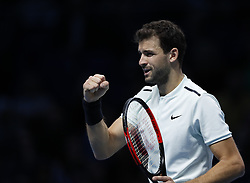 2017?11?19?.    ?????1???——???????ATP???????.       11?19????????????.       ???????????ATP????????????????????????????2?1???????????????.       ????????.(SP) BRITAIN-LONDON-TENNIS-ATP FINALS-FINAL-DIMITROV VS GOFFIN.(171119) -- LONDON, Nov. 19, 2017  Grigor Dimitrov of Bulgaria competes during the singles final against David Goffin of Belgium at the Nitto ATP World Tour Finals at O2 Arena in London, Britain on Nov. 19, 2017. Dimitrov claimed the title by winning 2-1. (Credit Image: © Han Yan/Xinhua via ZUMA Wire)